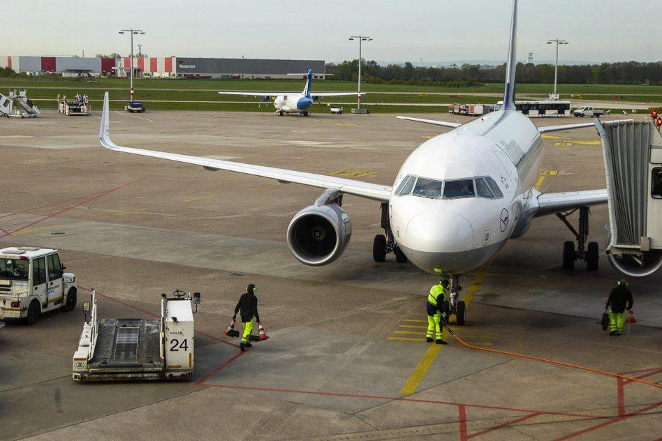 Lufthansa A320 Economy, ein Zubringer für 45 Minuten