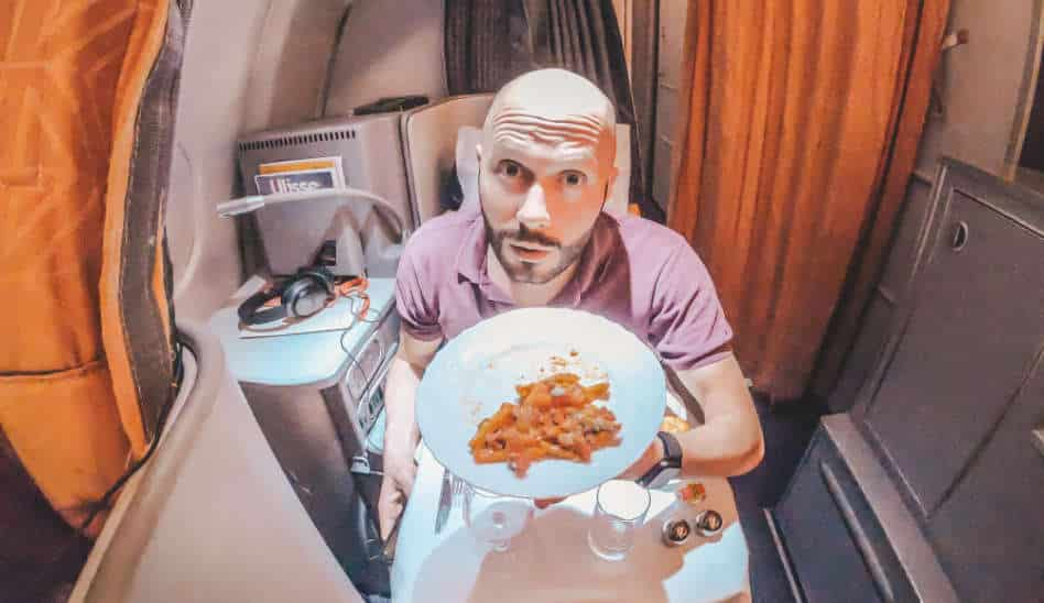 Dominik alleine in der Alitalia Business Class