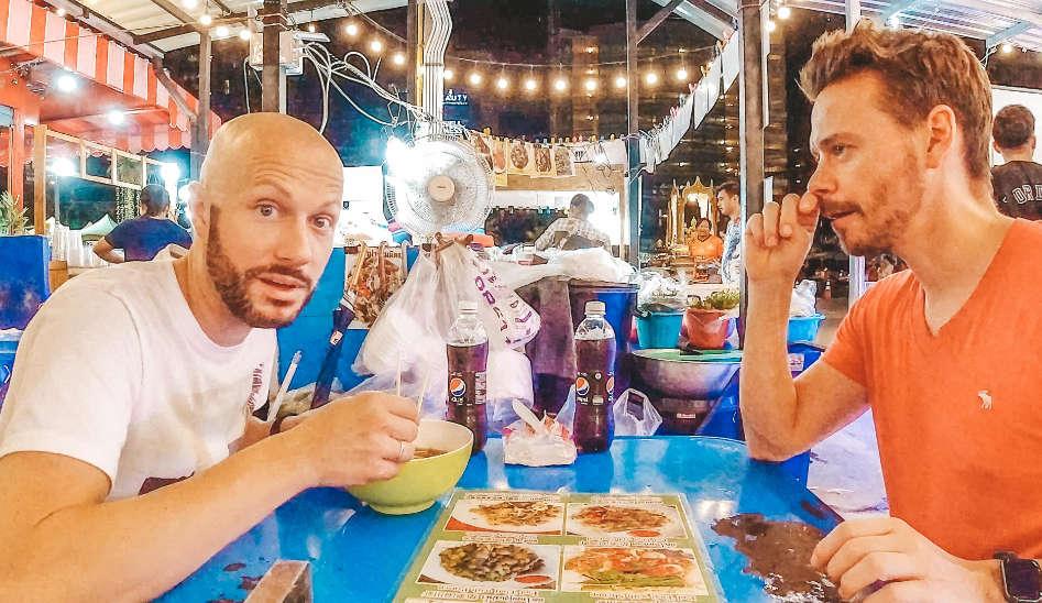 Vom Flughafen ins Hotel & Nachtmarkt, Ankunft in Bangkok